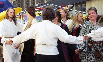 tanzgruppe-amadance-am-strassenfest-hernals-13