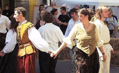 tanzgruppe-amadance-am-strassenfest-hernals-14